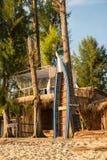 Die Bungalows sind auf Strand in Koh Lipe-Insel Stockbilder
