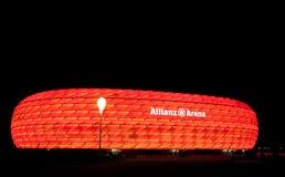 Die bunte Ablichtung der Allianz Arena lizenzfreie stockfotografie