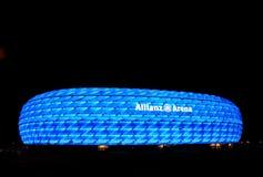 Die bunte Ablichtung der Allianz Arena Lizenzfreie Stockbilder