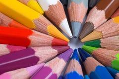Die bunten Bleistifte, die in circleColorful Bleistifte vereinbart wurden, vereinbarten i Lizenzfreie Stockbilder