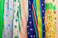 Die bunten Schals Lizenzfreies Stockfoto