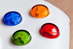 Die bunten Tasten auf dem Spielcontroller Stockfoto