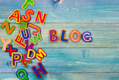 Die bunten Wörter BLOG gemacht mit hölzernen Buchstaben Lizenzfreies Stockfoto