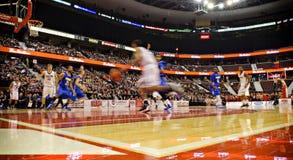 DIESSEITS der Basketball-Schlüsse der Männer stockfotos