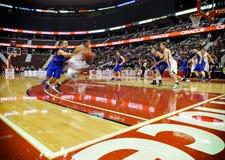 DIESSEITS der Basketball-Schlüsse der Männer Stockfoto