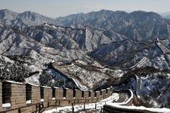 Die Chinesische Mauer im Winterweißschnee Stockfotografie