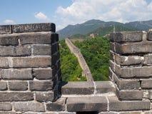 Die Chinesische Mauer von China-Ansicht aus den Steinen des Welt-heri heraus lizenzfreies stockbild