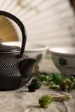 Die chinesische Teekanne und zwei Cup lizenzfreie stockfotografie