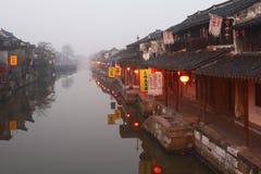 Die chinesische Wasserstadt - Xitang am Morgen 2 Stockbild