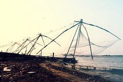 Die chinesischen Fischernetze des Forts Cochin stockbilder