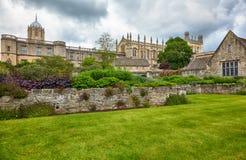 Die Christus-Kirche, wie von den Erinnerungsgärten gesehen Universität von Oxford england lizenzfreies stockbild