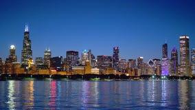 Die citylights von Chicago-Skylinen nachts stock footage