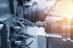 Die CNC-Drehbank Maschine oder die Drehmaschine stockbild