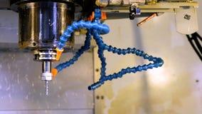 Die CNC-Drehbankmaschine Drehmaschine für die Bohrung mit dem Bohrgerätwerkzeug und Zentrierbohrerwerkzeug Die Hallotechnologiema stock footage