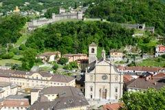 Die Collegekirche und das Fort Castelgrande in Bellinzona Lizenzfreie Stockfotos