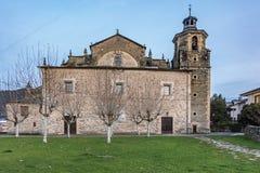 Die Collegekirche von Sankt MarÃa Del Cluniaco, von Coruniego oder von Cruñego gelegen in der Stadt von Villafranca Del Bierzo stockfotos