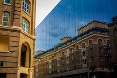 Die contrasty Reflexion Stockfotos
