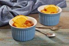 Die Creme brulee mit Orange Lizenzfreies Stockfoto