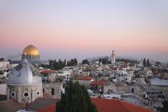 Die Dächer der alten Stadt von Jerusalem bei Sonnenuntergang, Stockfotos