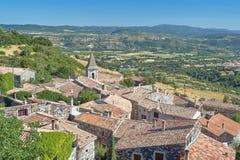Die Dächer der mittelalterlichen Stadt von Mirabel Stockfoto