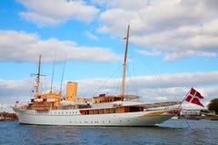 Die dänische Queenâs Marineyacht stockfoto