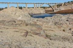 Die Dürre in Spanien lässt leer den Sumpf in Ricobayo in Zamora, Klimawandel, der global geschieht stockfotografie