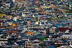 Die Dachspitzen von Wohnhäusern Lizenzfreie Stockfotos
