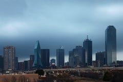 Die Dallas-Skyline an der Dämmerung Stockfoto