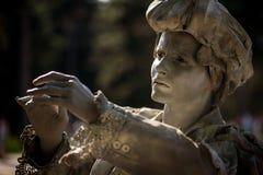 DIE DAME WITH THE UMBRELLA Künstler, der während des internationalen Festivals von lebenden Statuen, Bukarest, im Juni 2017 durch lizenzfreies stockfoto