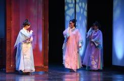 Die Damen der Gerichtöffnung die ersten Tat-modernen Drama Kaiserinnen im Palast Stockbild