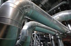 Die Dampfleitungen in Wärmekraftwerk stockbild
