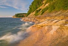 Die dargestellte Küstenlinie schaukelt Staatsangehörigen Lakeshore Stockfoto