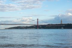 Die 25 de Abril Bridge Stockbild