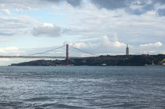 Die 25 de Abril Bridge Lizenzfreies Stockfoto