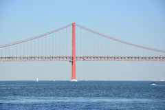 Die 25 de Abril Bridge in Lissabon, Portugal Lizenzfreie Stockbilder