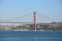 Die 25 de Abril Bridge in Lissabon, Portugal Stockbilder