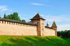 Die der Kreml-Festung in Veliky Novgorod, Russland, im Frühjahr sonniger Abend Lizenzfreie Stockfotografie