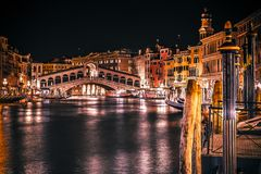 Die des Rialtos Brücke in Venedig Italien lizenzfreies stockfoto