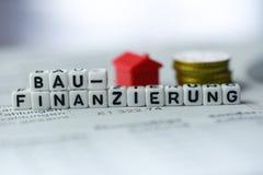 Die deutsche Wort-Baufinanzierung, die durch Alphabet gebildet wird, blockiert: BAUFINANZIERUNG Lizenzfreie Stockfotos