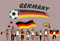 Die deutschen Fußballfane, die mit Deutschland zujubeln, kennzeichnen Farben in der Front lizenzfreie abbildung