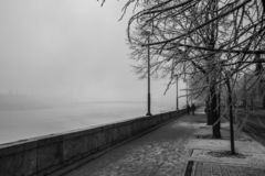 Die Donau in Budapest im Winter lizenzfreie stockfotos