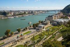 Die Donau-Promenade Plagepanorama der Donaus - UNESCO-Welterbestätte Stockfotos