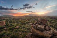 Die Drachenberge-Amphitheatre in Südafrika stockfotografie