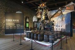 Die Drachestatue betitelte den Wächter, der am Eingang zur Ausstellung innerhalb des weißen Turmgebäudes am Tower von London inst Stockbilder