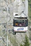 Die Drahtseilbahn zu Gimmelwald in MÃ-¼ rren, die Schweiz Lizenzfreies Stockfoto
