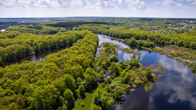 Die Draufsicht über Flut des Flusses, aerophoto Stockbild