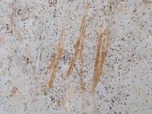 Die Dreckwetter Wände werden in der Orange verkratzt stockbilder