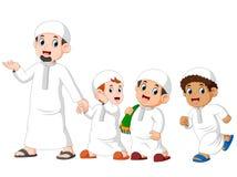 die drei Jungen gehen für das Feiern von ied Mubarak mit seinem Vater lizenzfreie abbildung