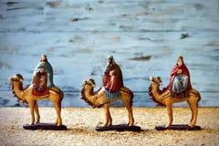 Die drei Könige in ihren Kamelen Stockfotos