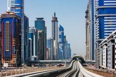 Die Dubai-Metro wird in zunehmendem Maße populär Stockbilder